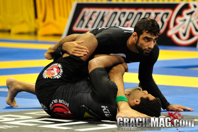 Tech Tuesday: Leandro Lo teaches a hand triangle from the half guard