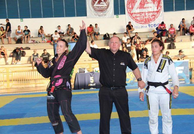 Vídeo: A finalização de Samela Sohamy pelo absoluto do Brasília Open