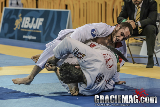 Gabriel Arges beat Lucas Barbosa 3-1 on advantages after a 2-2 tie on points for the medium-heavyweight title.