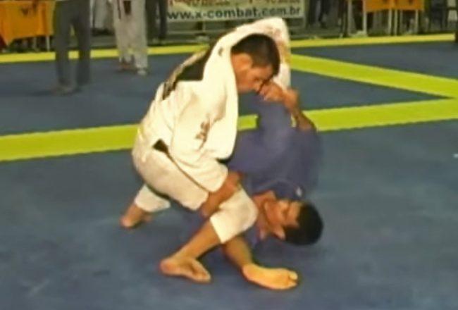 Vídeo: Relembre o duelo de Rubens Cobrinha contra Rafael dos Anjos