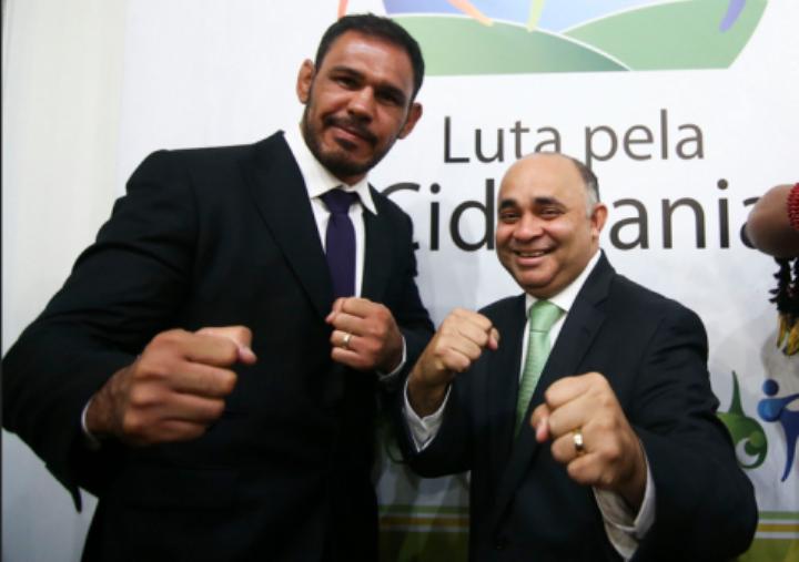 Rogério Minotouro, ao lado do ministro dos Esportes, no lançamento do Luta pela Cidadania. Foto: Divulgação