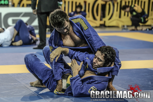 Vídeo: O estrangulamento de Gabriel Moraes pelo ouro no Irvine Open de Jiu-Jitsu