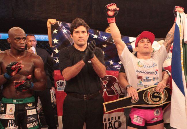 Ex-UFC Ronys Torres usa o Jiu-Jitsu e garante cinturão do Shooto 60