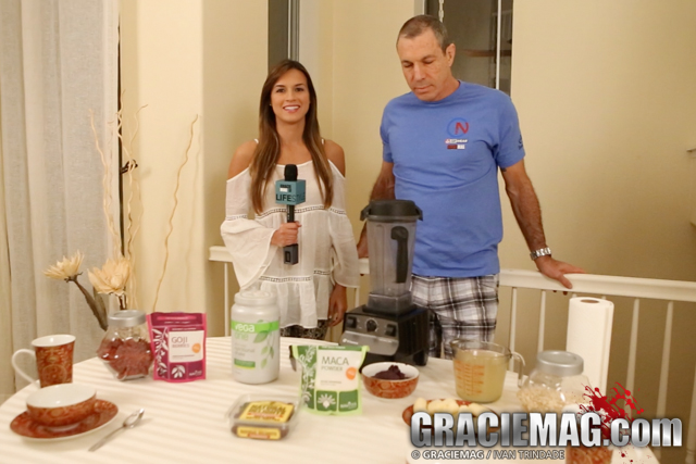 Have an açaí bowl with Master Carlos Gracie Jr.