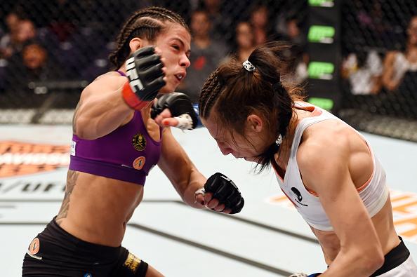 Claudinha e JOanna já se enfrentaram no UFC, com vitória da polonesa. Foto: Josh Hedges/ZUffa LLC via Getty Images