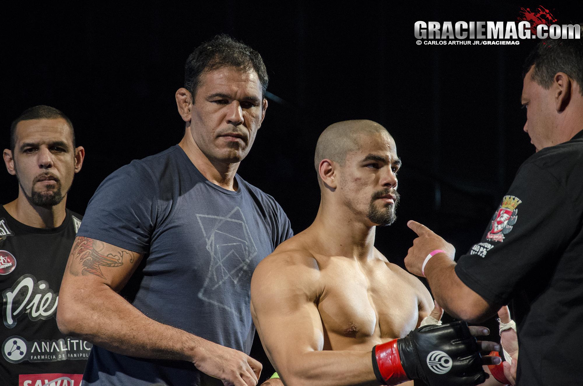 Matheus, com Minotauro e Vander Valverde em sua última apresentação no Jungle. Foto: Carlos Arthur Jr./GRACIEMAG
