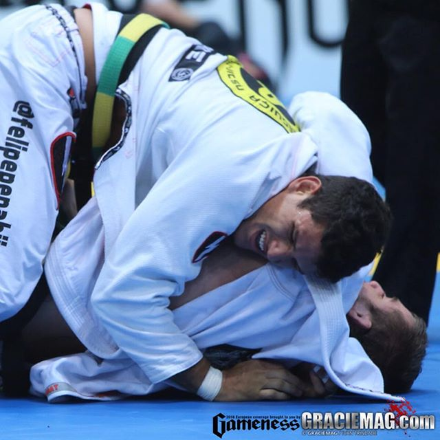 Preguiça não quebrou o braço, mas a lesão lhe deixa fora do torneio. Foto: Ivan Trindade