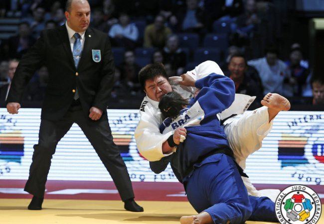 Judoca brasileira derrota líderes do ranking e conquista 1º ouro no ano