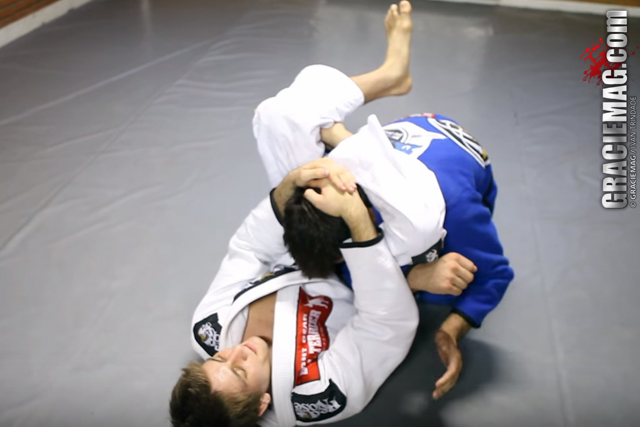 Tech Tuesday: Rafael Mendes teaches how to set up the flying triangle
