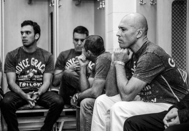 Vídeo: Aos 49 anos, Royce Gracie vence trilogia sobre Ken Shamrock no Bellator