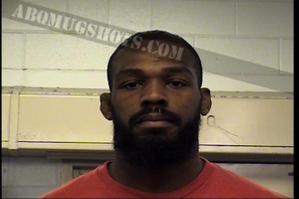 Jonathan Dwight Jones, nome real do atleta, foi fichado em Bernalillo County, Novo México. (Foto: Abqmugshots)