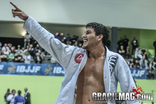 Felipe Preguiça garantiu o grande prêmio da noite, ao vencer o absoluto. Foto: Ivan Trindade