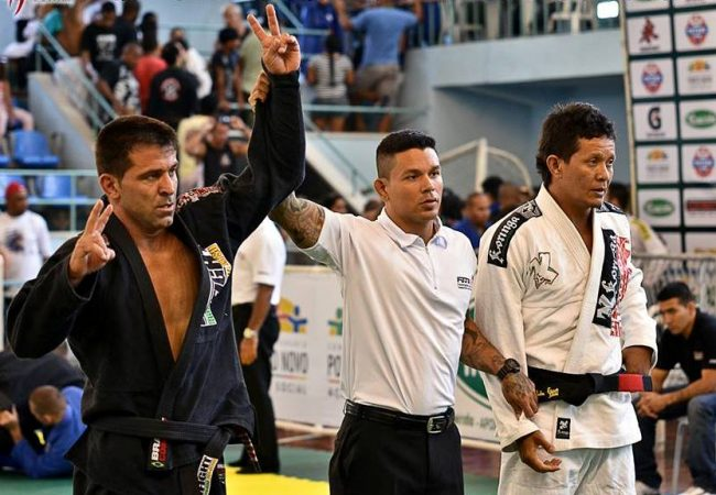 """Aumente sua pressão no Jiu-Jitsu com a manobra """"crush"""", do professor Rogério Poggio"""
