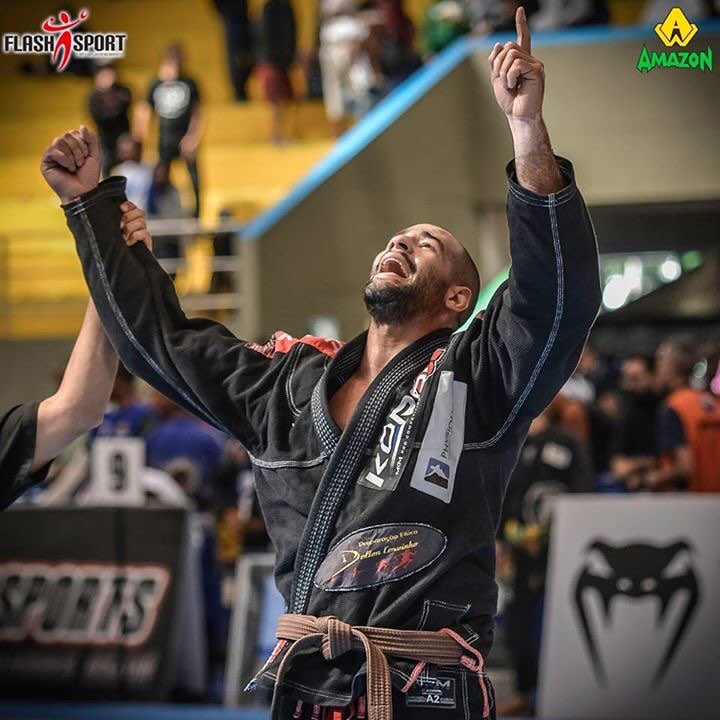 Max Gimenes é uma das apostas da GFTeam para o título na marrom, ao lado de Gutemberg Pereira. Foto: Flashsport