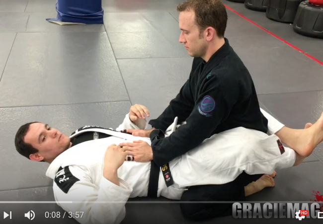 Learn three attacks to finish the opponent inside the triangle with black belt Vagner Santana