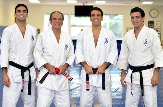 Grande mestre Pedro Valente com seus filhos professores de Jiu-Jitsu. Foto: Arquivo Pessoal