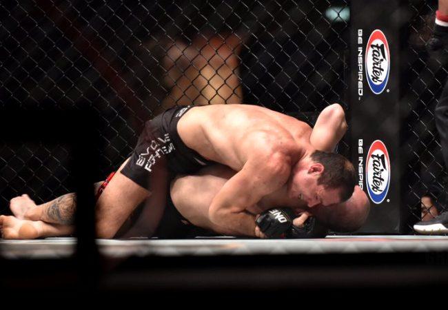 Vídeo: Roger Gracie bota oponente para dormir e conquista 1º cinturão no MMA