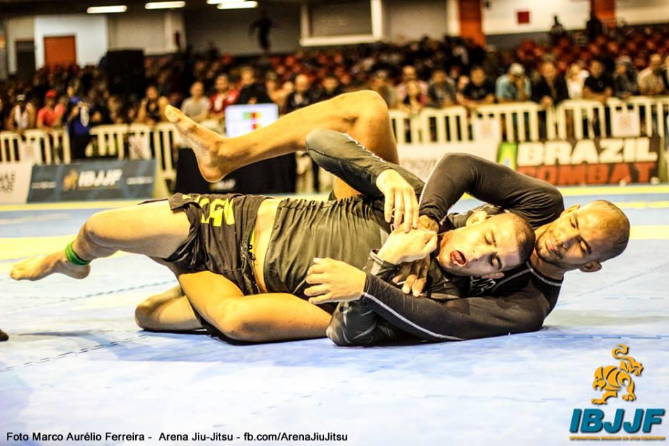 Erberth Santos venceu peso e absoluto, com e sem kimono, no torneio em Minas. Foto: Marco Aurélio/IBJJF