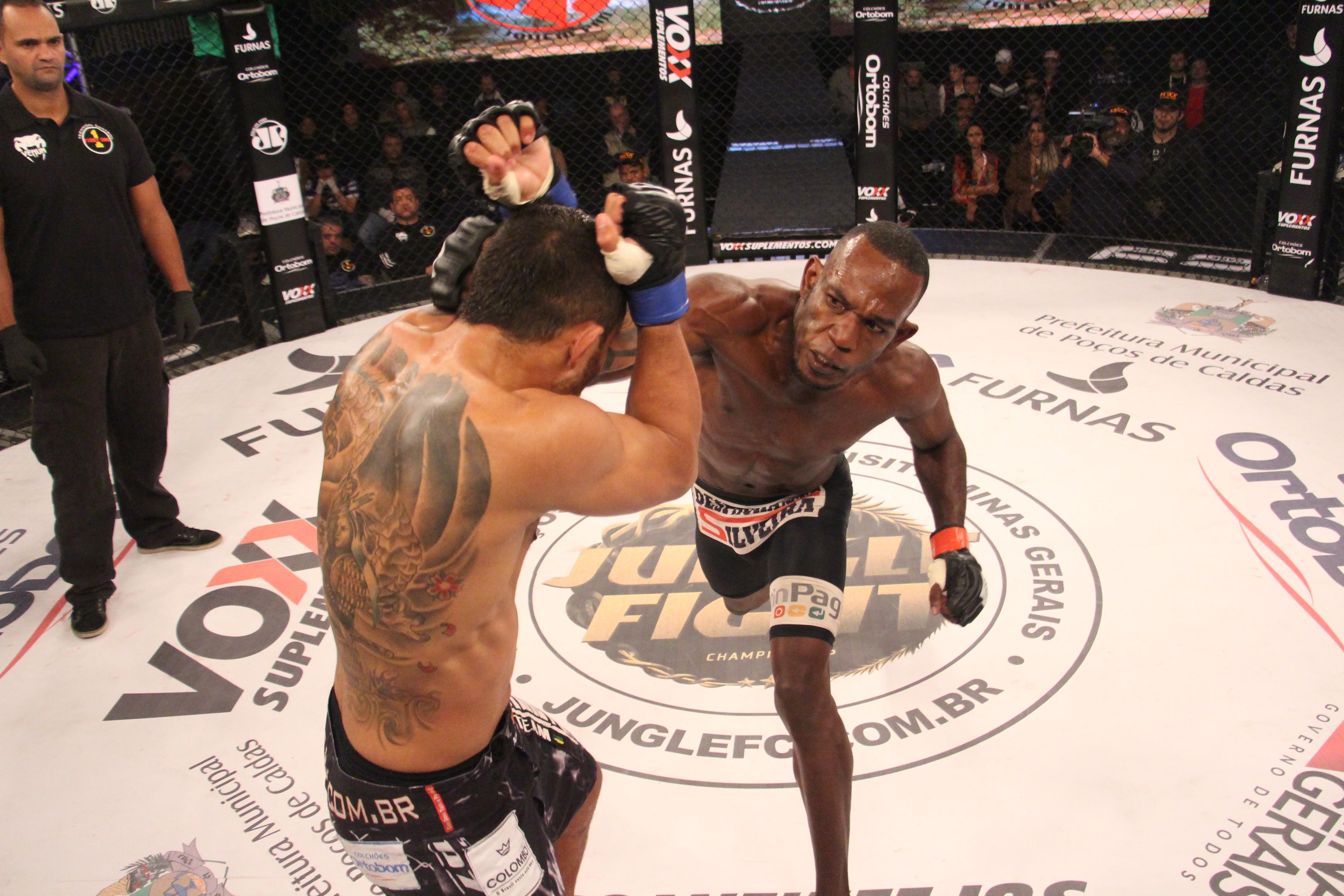 Parrudo superou Rander Junio e garantiu o cinturão dos leves. Foto: Leonardo Fabri/Jungle Fight
