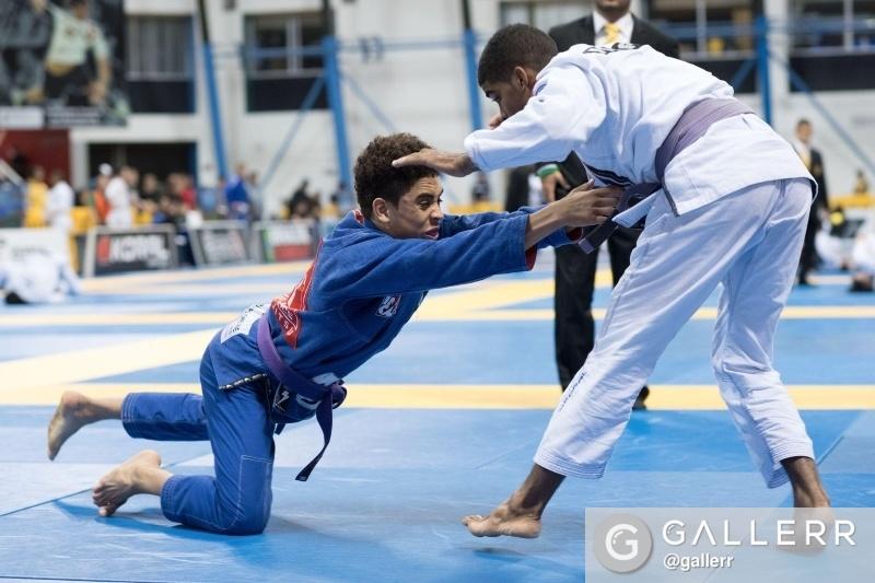 Kennedy Maciel, filho de Rubens Cobrinha, venceu seu primeiro Mundial como adulto, na faixa-roxa. Foto: GALLERR.com