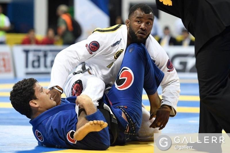 Jackson Sousa eliminou Preguiça nas quartas do peso pesado, no Mundial 2016. Foto: Luca Atalla