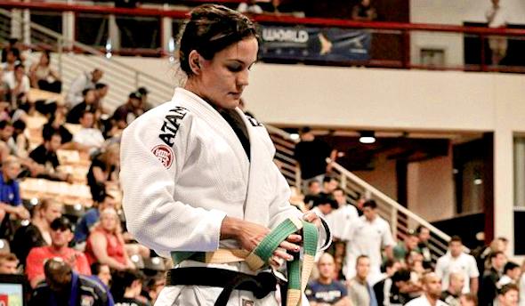 Kyra Gracie promove aula de defesa pessoal feminina gratuita, no Rio