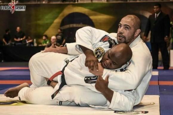 Faixa-preta de Jiu-Jitsu, Thales Leites encara Camozzi no UFC em agosto