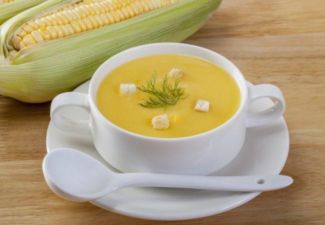 Dieta Gracie: Aqueça o corpo com esta energética sopa de milho com gengibre