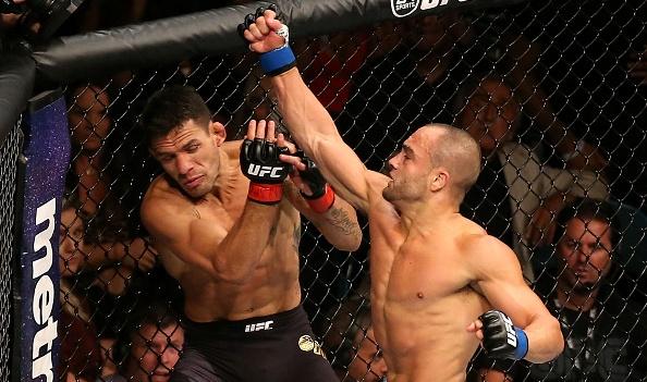 Vídeo: Eddie Alvarez supera Dos Anjos e fatura cinturão dos leves no UFC em Vegas