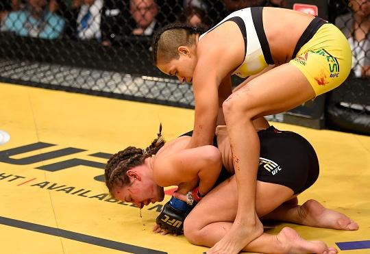 Vídeo: Amanda Nunes e o mata-leão que roubou a cinta de Miesha Tate no UFC 200