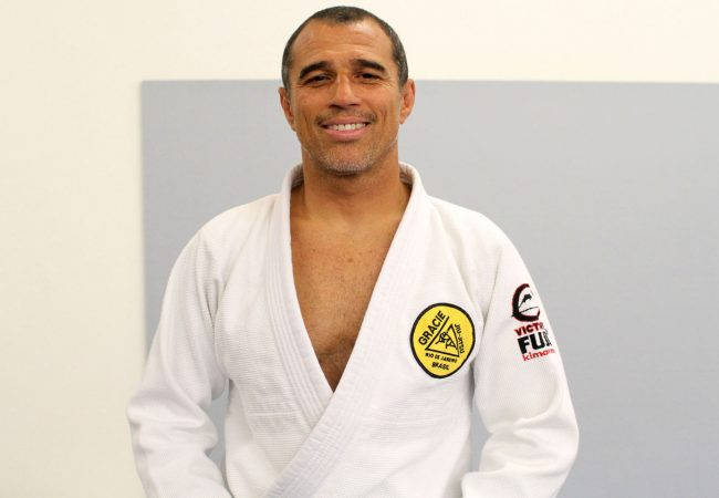 Learn from Royler Gracie a Jiu-Jitsu self-defense technique and feel safer and confident