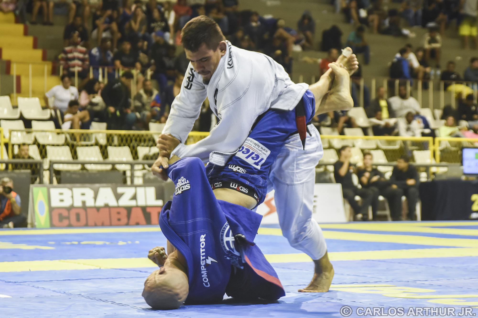 Fernanda Reis conseguiu impor o seu jogo em duelo contra Vitor Toledo, mas a vitória e o título no pesado veio na decisão dos árbitros, após empate sem pontos.