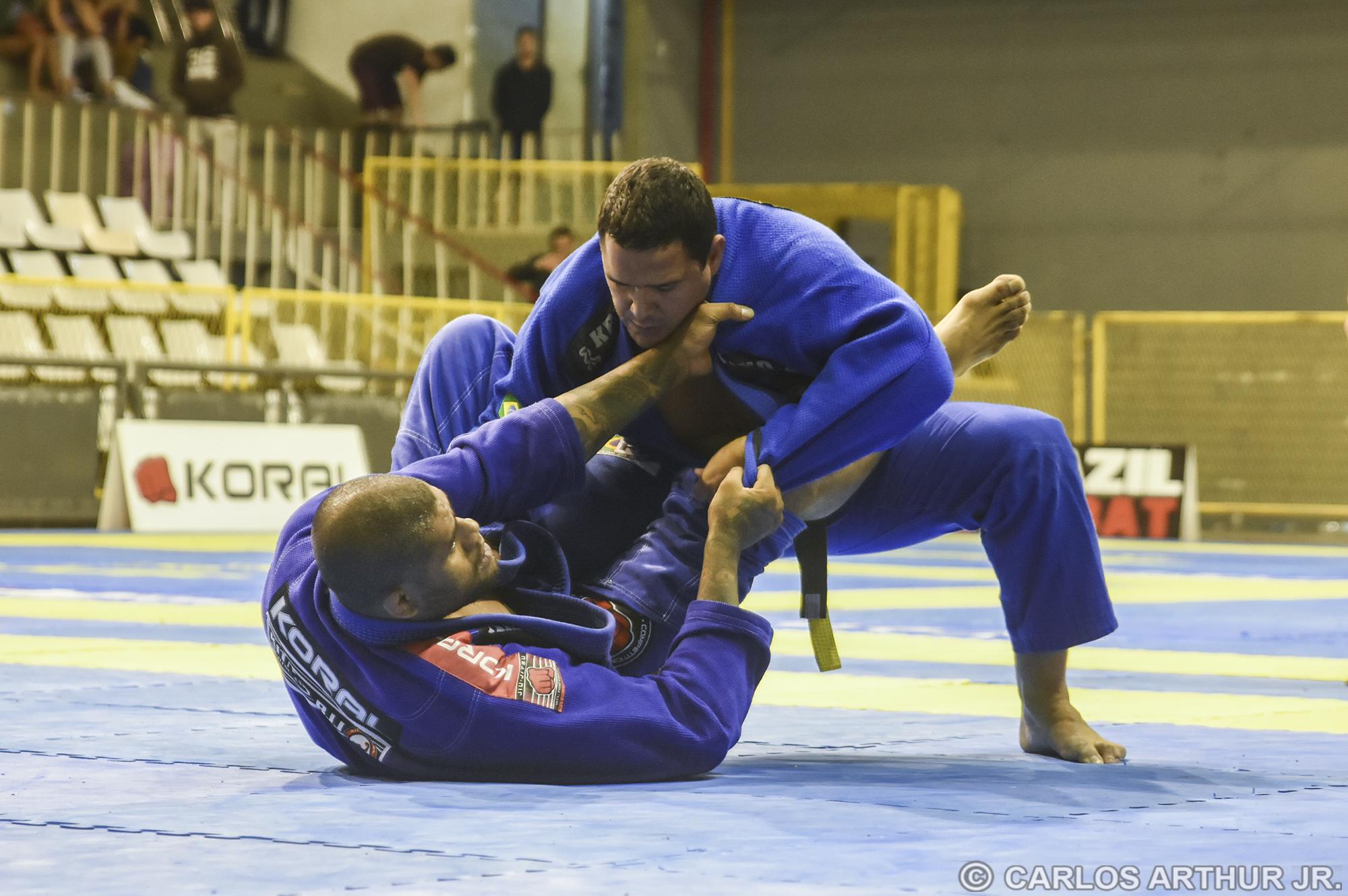 Thiago Gaia superou Kitner Moura nos pontos e garantiu o título no pesadíssimo.