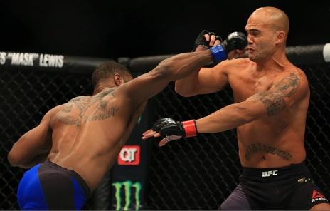 Vídeo: O nocautaço de Tyron Woodley sobre Robbie Lawler pelo título do UFC
