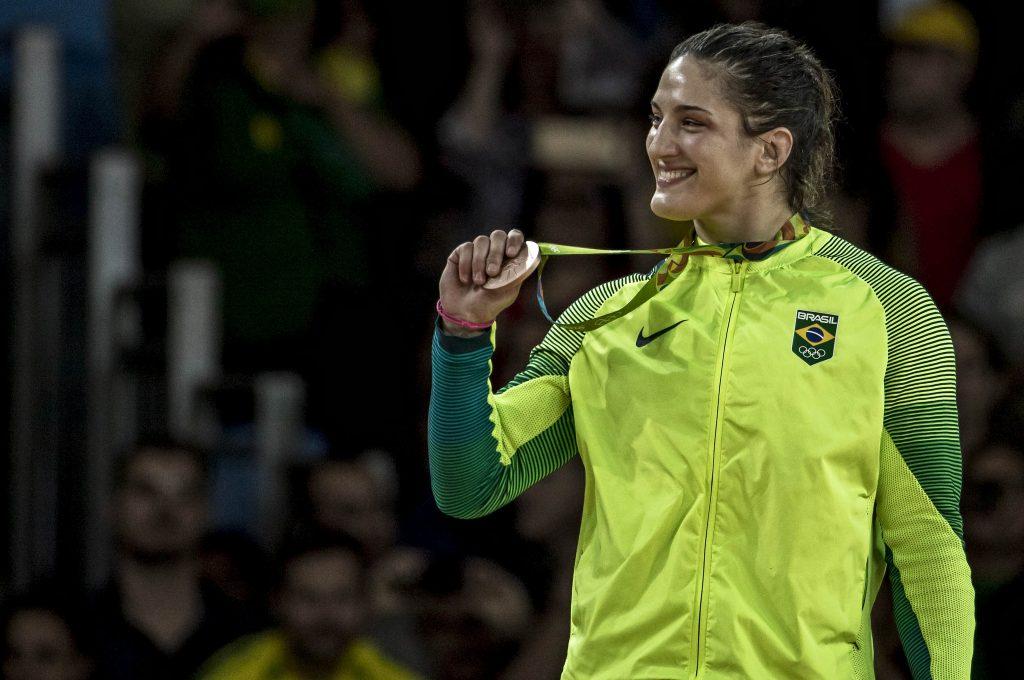 Mayra Aguiar com seu segundo bronze olímpico. Foto: Marcio Rodrigues/MPIX/CBJ