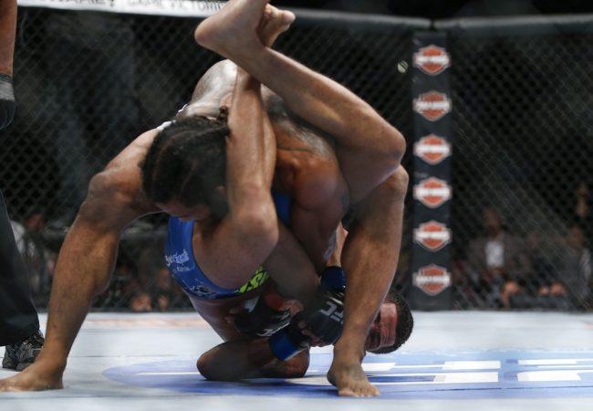 Vídeo: Relembre como o faixa-azul Pettis finalizou o faixa-preta Bendo no UFC
