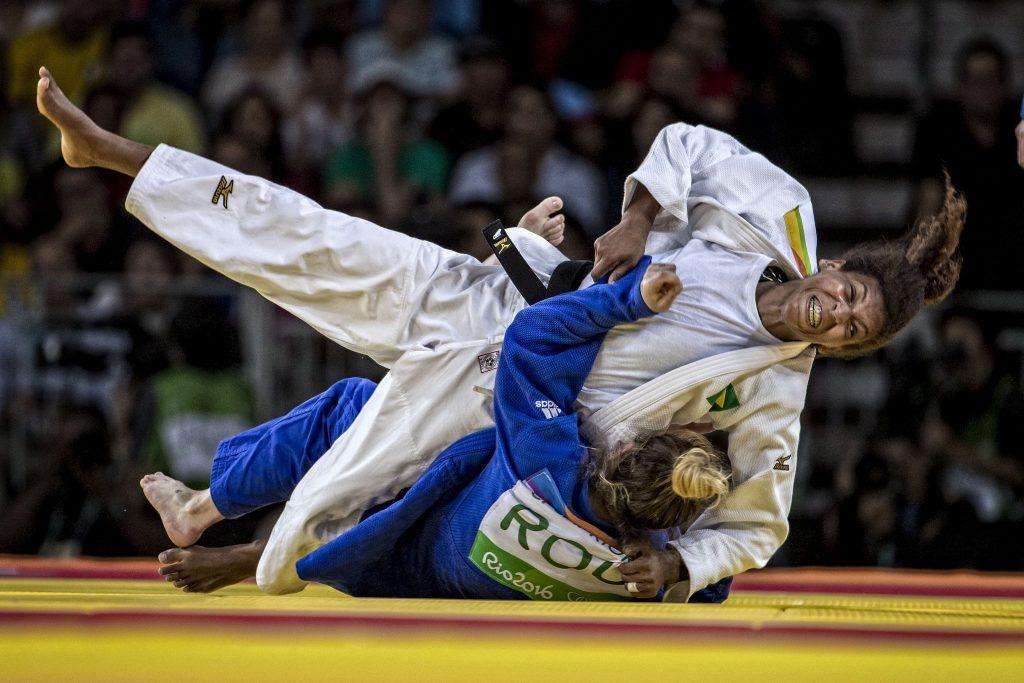 Rafaela é a primeira atleta do judô brasileiro a conquistar o ouro olímpico. Foto: Reprodução/Twitter