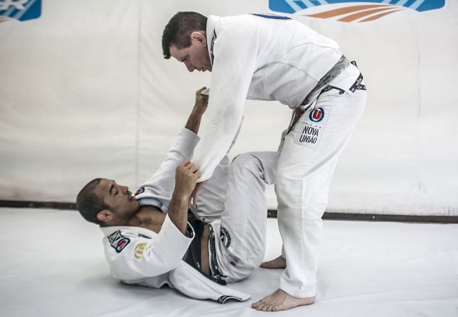 José Aldo talks about his idols, advises BJJ newcomers and teaches a spider guard sweep