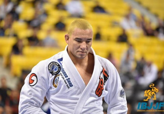 "BJJ World Master 2016: Rodrigo ""Comprido"" Medeiros teaches how to apply an acrobatic guard pass"