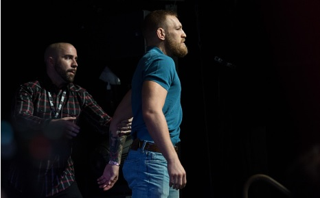 Vídeo: Veja como McGregor e Diaz acabaram com a coletiva do UFC 202