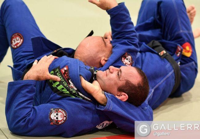 Brazilian Jiu-Jitsu lesson: Roberto Godoi teaches a loop choke