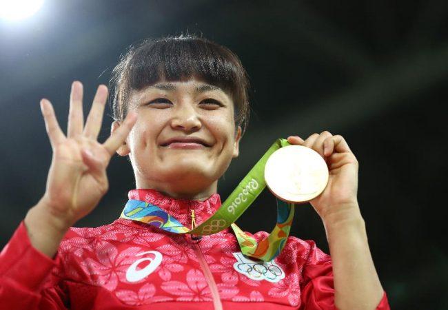 Vídeo: Kaori Icho conquista quarto ouro no wrestling e faz história na Rio-2016