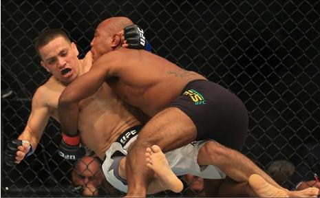 Vídeo: O estrangulamento vencedor de Wilson Reis no UFC 201