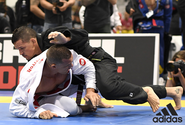 Saulo Ribeiro hides injury, gets to final and wins fifth World Master title