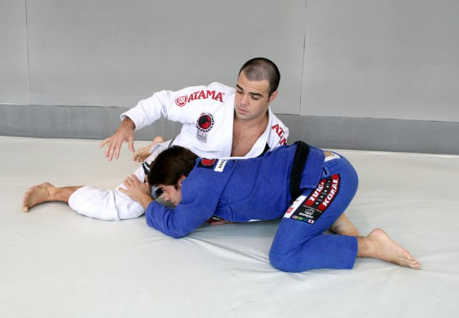 Celsinho Venícius teaches a loop choke to defend against the double-leg
