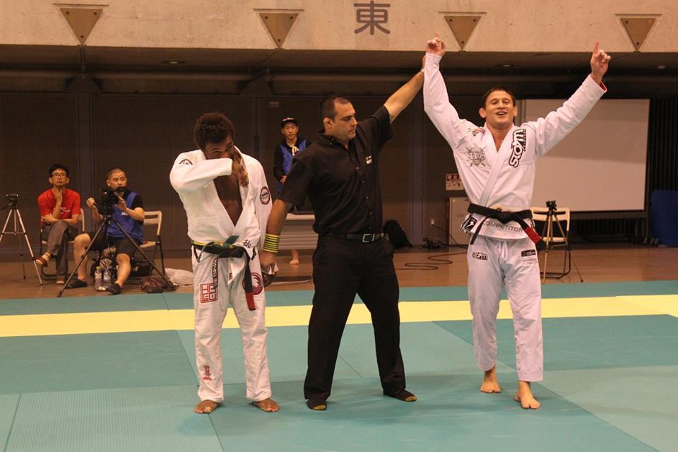 Claudio Calasans vibra com vitória no Japão. Foto: Facebook/IBJJF