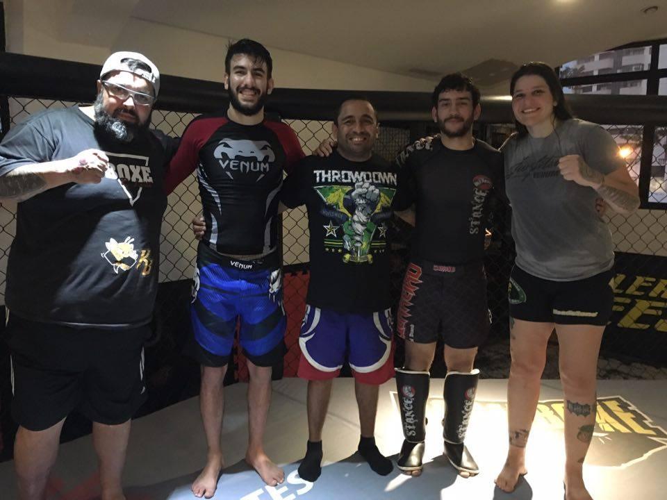 """Talita ao lado dos companheiros de treino Ricardo Leite, João Piccirillo, Rodrigo Vidal e Paulo Cézar """"Bandido"""". Foto: Arquivo Pessoal"""