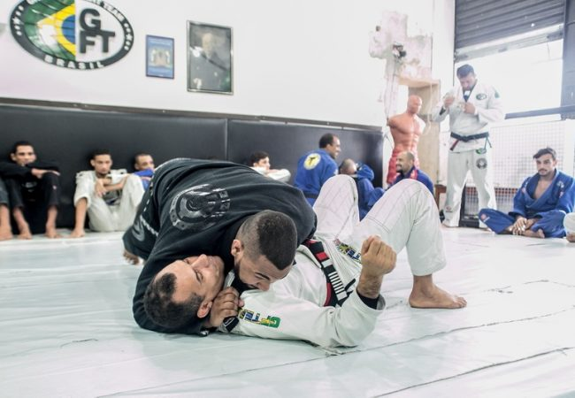 Victor Honório teaches a lapel attack starting from side control
