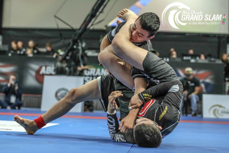 No duelo de Miyaos, melhor para João, que finalizou Paulo no armlock. Foto: GentleArt Media