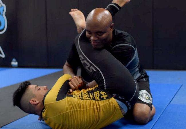 Vídeo: Anderson Silva ensina truques de Jiu-Jitsu e controle de distância